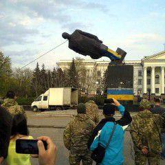 Lenin's monument was pulled down in Kramatorsk, Donetsk Region