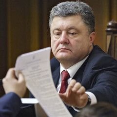 In the third year of war President Poroshenko greenlights sanctions against Russian banks