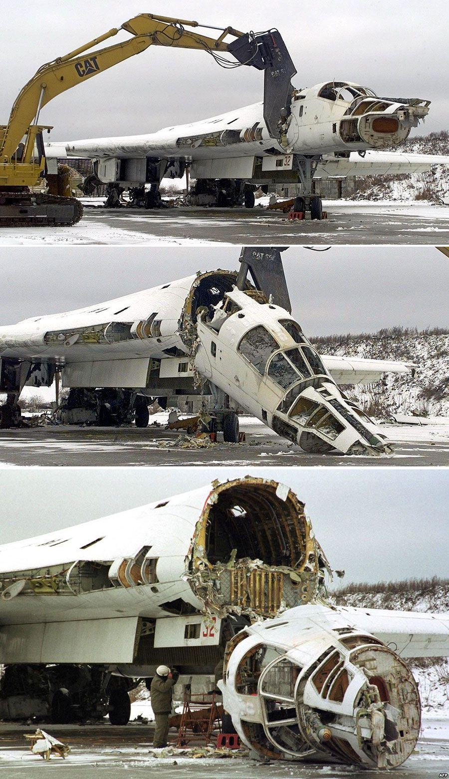 Destruction of Tu-160 supersonic, variable sweep wingheavy strategic bomber - UaPosition
