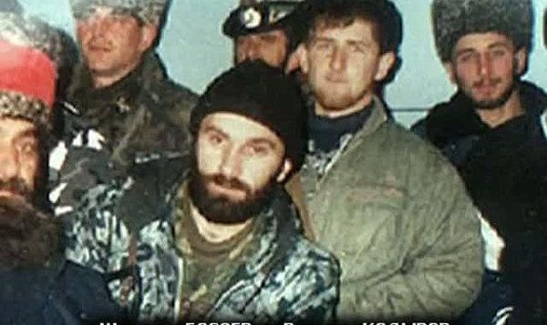 1996. First Russian-Chechen War. Ramzan Kadyrov (from right) and Shamil Basayev (left) - well known field commander who declared jihad against Russia.