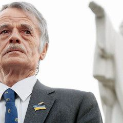 Putin reportedly asks Dzhemilev, a leader of the Crimean Tatar people, for loyalty to get his son released in 2014