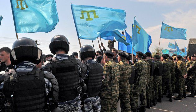 Russian police and army are blocking political rally of Crimean Tatars