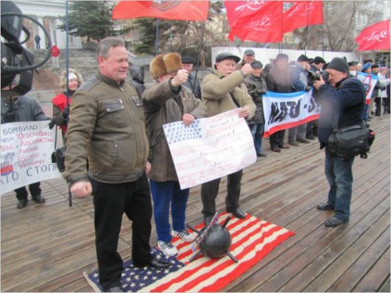 Russians protest against wisit of USS Vella Gulf (CG-72) in Sevastopol