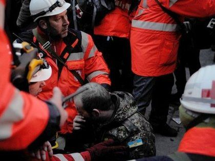 Oleh Musiy helps wounded people on Euromaidan as a medic