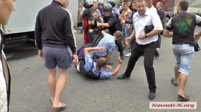 Ukraine police beat a man to death (2)