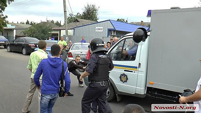 Ukraine police beat a man to death (4)