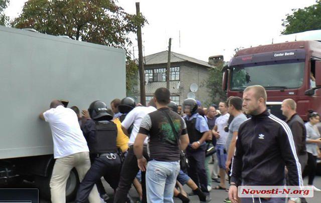 Ukraine police beat a man to death (6)