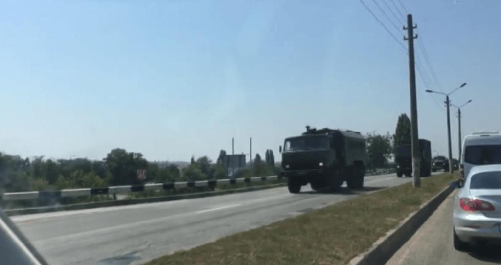 russian army trucks crimea uaposition
