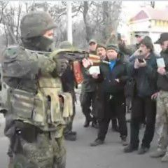 Ukrainian police trying to stop Donbas blockade activists and firing over heads